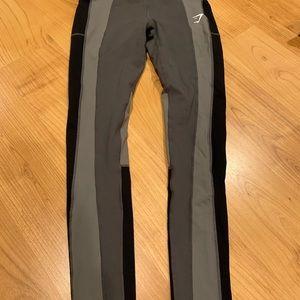 GYMSHARK color block leggings with pockets